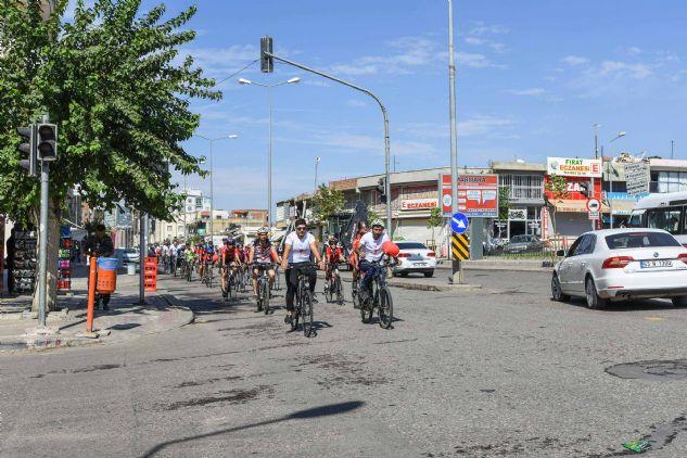Bisikletçiler Dünya Kalp Günü İçin Pedal Çevirdi