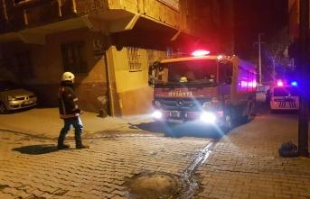 Yangında iki kız kardeş dumandan etkilendi