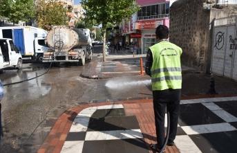 Siverek'te Koronavirüs Tedbirleri Kapsamında Sokaklar Yıkanıyor
