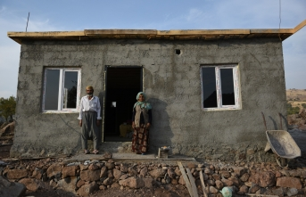 Evi Yanan Yaşlı Çift, Milletvekili Gülpınar Sayesinde Evlerine Kavuştu