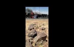 Şanlıurfa'da devrilen tır alev alev yandı