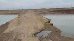 Sular çekilince 30 yıl önce suya gömülen köprü göründü