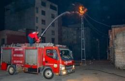 Trafo yangını mahallede korkuya neden oldu