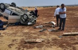 Siverek' te kaza: Araç trafik direğine çarparak takla attı!