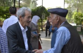 Başkan Şeyhmus Aydın vatandaşlarla bayramlaştı