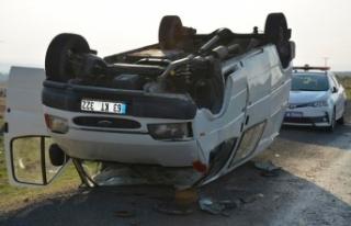 Siverek'te minibüs şarampole devrildi: 2 yaralı