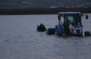 Siverek'te Balık Avına Çıkan Gençler Gölette...