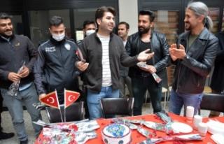 Sivil-Der Yönetiminden, Polislere İlginç Süpriz