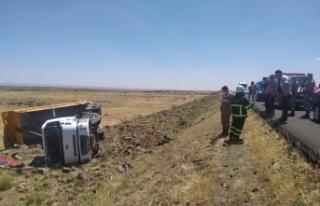 Şanlıurfa'da kamyon şarampole yuvarlandı:...