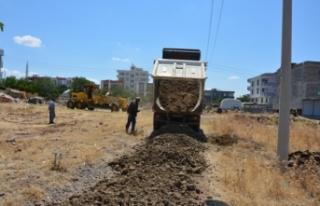 Yeni yerleşim alanlarında yol yapım çalışmaları...