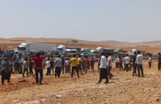 Elektrik kesintilerinden dolayı yol kapatan 15 çiftçi...