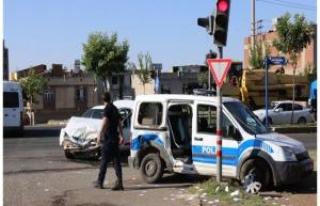 Siverek'te Polis aracı kaza yaptı: 2 polis ve 1...