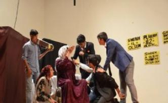 Siverek'te Liseler Arası Tiyatro Yarışmasında Tema 'İl' Olmak