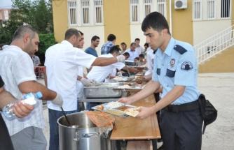 Ramazan Boyunca Farklı Okullarda İftar Yemeği