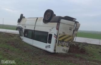 Öğretmenleri taşıyan minibüs takla attı: 12 yaralı