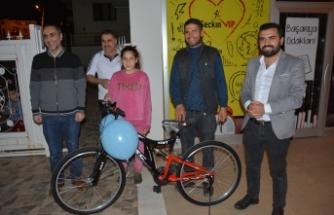 TÜGVA Siverek Temsilciliğinden Çizimlerle Hadis Yarışmasını Kazananlara Hediyeleri verildi