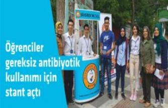 Öğrenciler gereksiz antibiyotik kullanımı için stant açtı