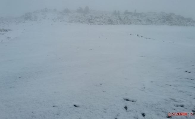 Karacadağ'a yılın ilk karı düştü