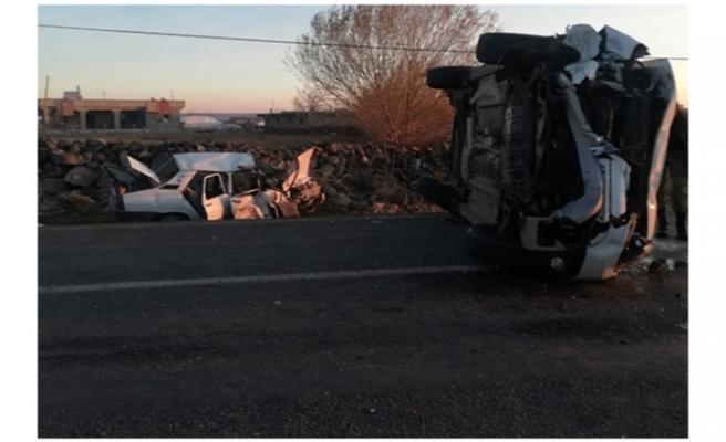 Siverek'te iki otomobil çarpıştı: 8 yaralı