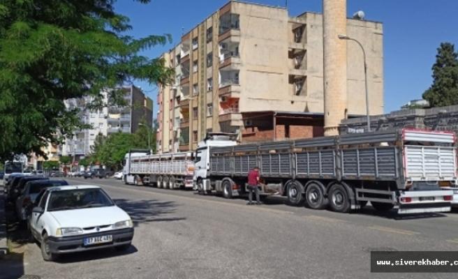 Siverek'te şehrin göbeğini işgal eden hayvan yüklü uzun araçlara tepki