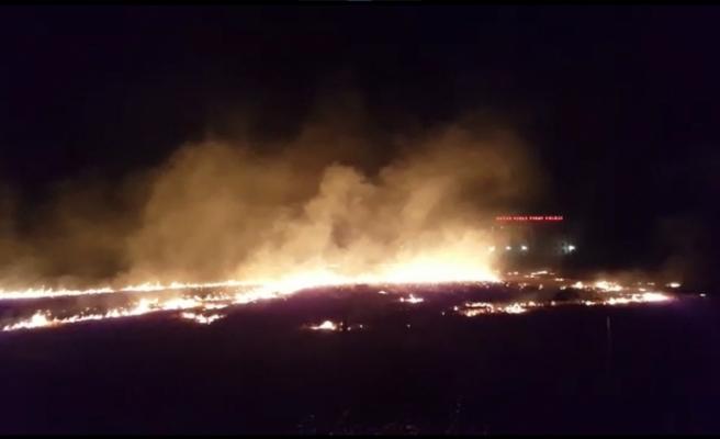 Anız yangını yerleşim alanına ulaşmadan söndürüldü