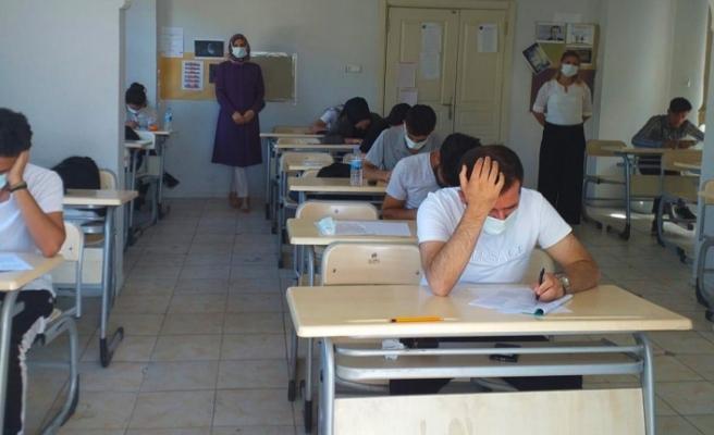 Gençlik evlerindeki deneme sınavları devam ediyor