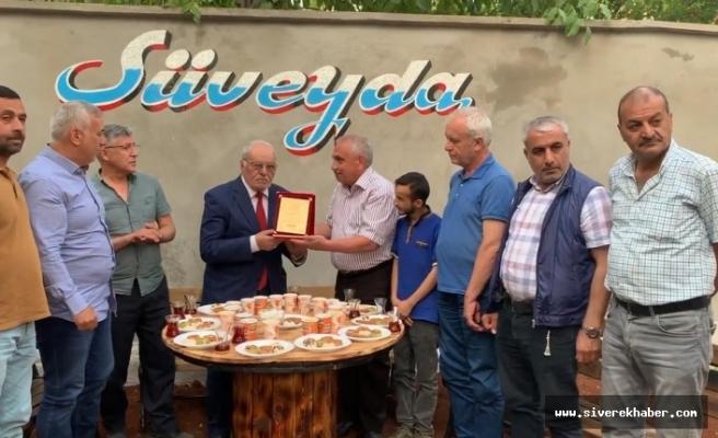 Onursal Başkan Koçali Aymaz'a vefa ve teşekkür plaketi