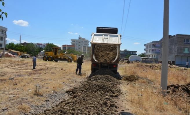 Yeni yerleşim alanlarında yol yapım çalışmaları sürüyor