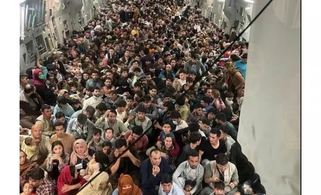 Afganistan'da çaresizliğin fotoğrafı çekildi: 640 insan, tek bir kargo uçağına sığındı