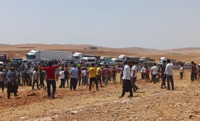 Elektrik kesintilerinden dolayı yol kapatan 15 çiftçi gözaltına alındı