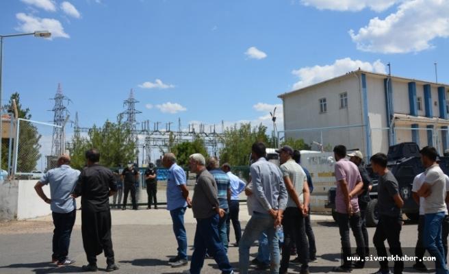Çiftçiler elektrik kesintisini protesto etti
