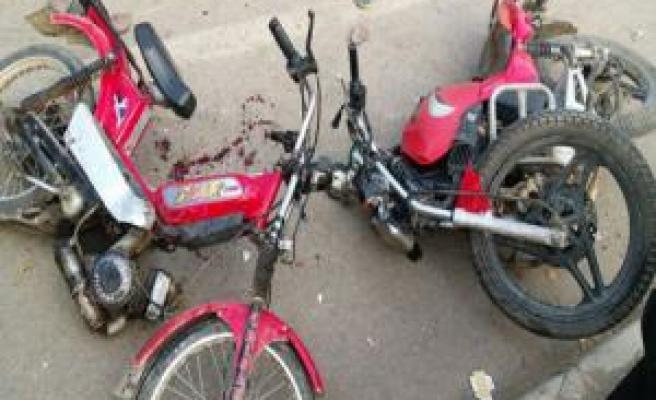 Siverek'te iki motosiklet kafa kafaya çarpıştı:2 yaralı