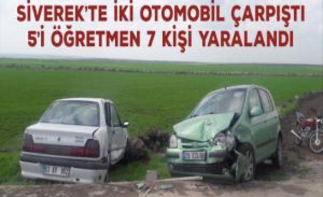 Siverek'te İki otomobil çarpıştı: 5'i öğretmen 7 kişi yaralandı