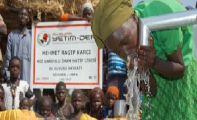 Siverekli öğrenciler Çad ve Bangladeş'te su kuyusu açtı
