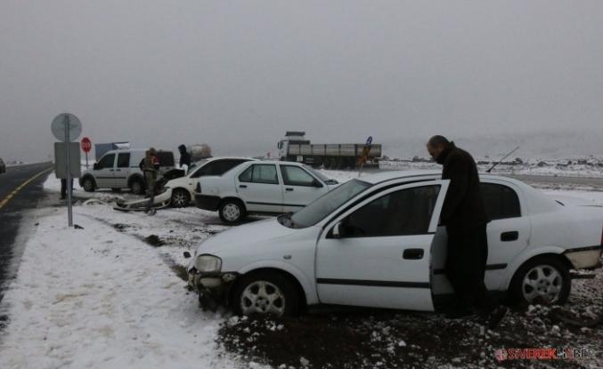 Kar Nedeni ile Zincirleme Trafik Kazası