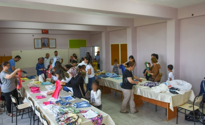 Nida Sanat Topluluğu Bayramda 130 Çocuğu Giydirdi