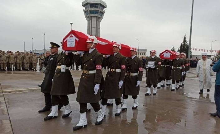Şehit Binbaşı ve Teğmen Memleketlerine Uğurlandı