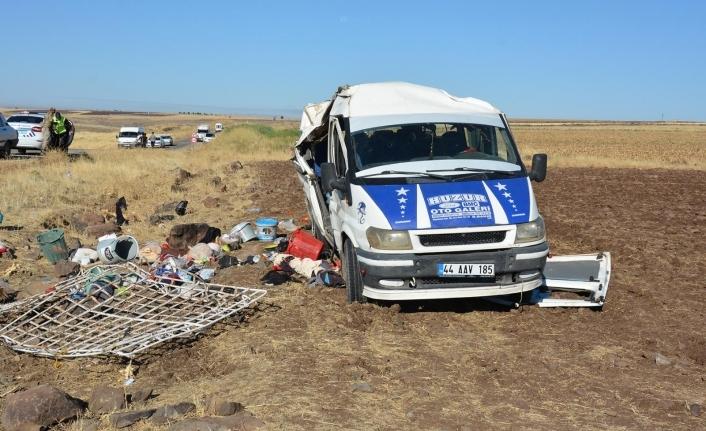 Tarım işçileri kaza yaptı; 25 yaralı 1 ölü
