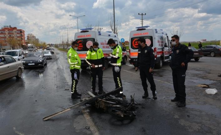 Kamyon ile motosiklet çarpıştı; 4 yaralı