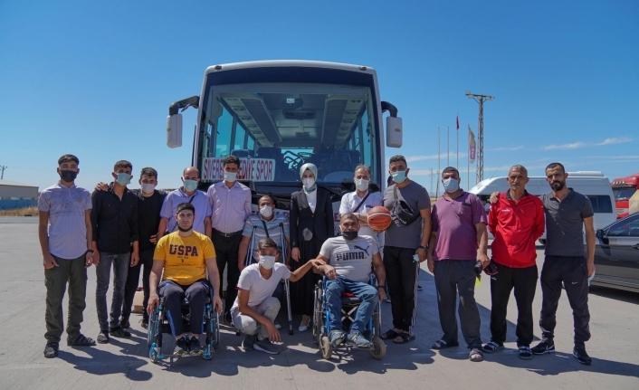 Siverek Belediye Başkanı Ayşe Çakmak, bedensel engelli sporcuları ziyarette bulundu